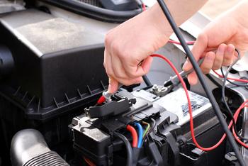 Ladezustand der Batterie prüfen.